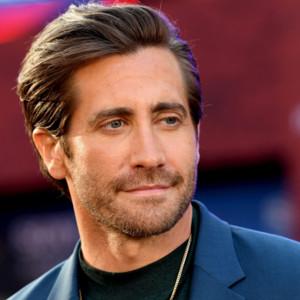 Jake Gyllenhaal jellegeztesen ovális arcformával rendelkezik